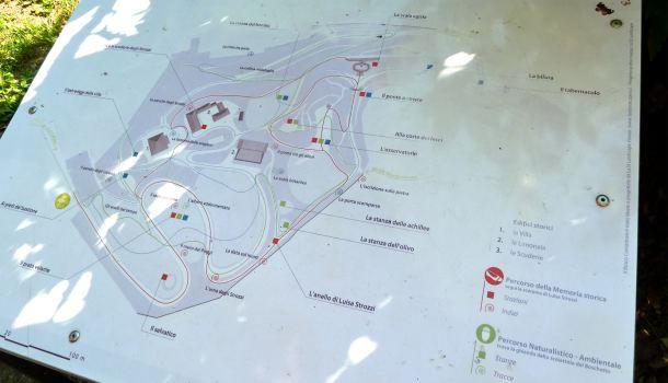 Pannello dei tre percorsi del Bosco Cantastorie al Boschetto