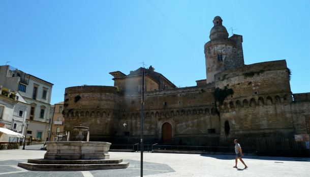 piazza castello caldoresco a vasto