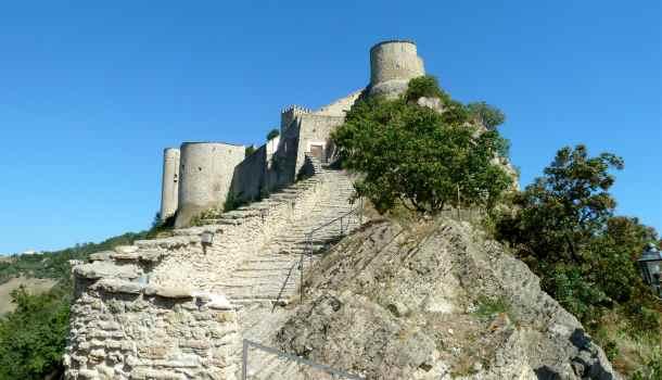 Scala per il castello di Roccascalegna