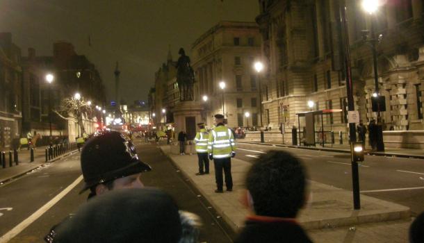Whitehall a Londra: rimozione delle paratie