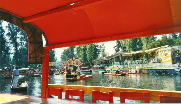 barca al parco di xochimilco