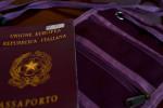 passaporto e sacchetta documenti