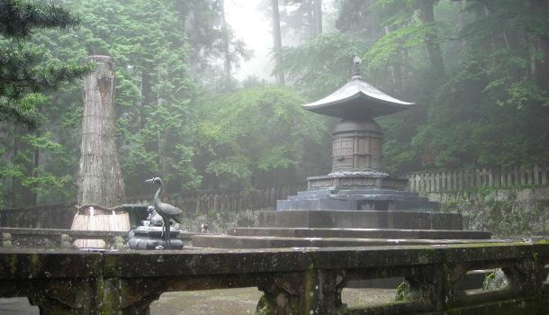 masuoleo tokugawa con la nebbia