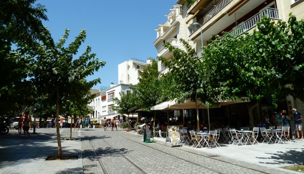 cafè e ristoranti ai piedi dell'acropoli