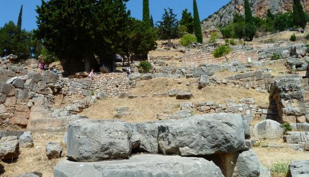 via sacra dopo il tempio di apollo