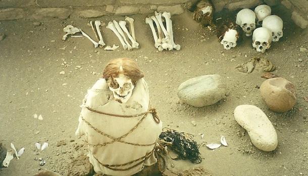 ricostruzione tomba cimitero chauchilla