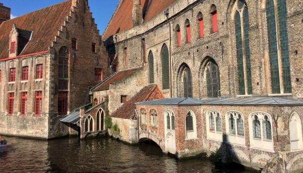 edifici lungo canali a brugge