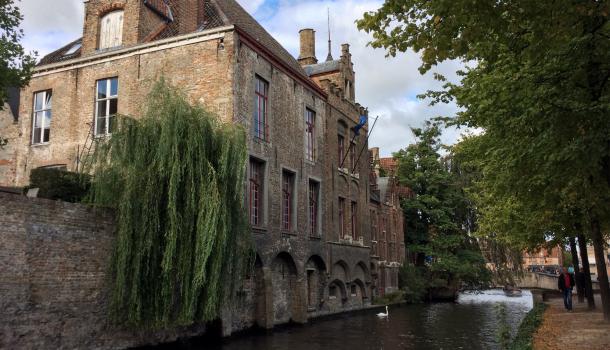passeggiata lungo i canali a brugge