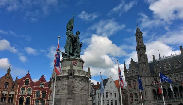 statua nel markt di brugge