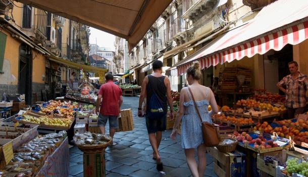 cucina siciliana: mercato di catania
