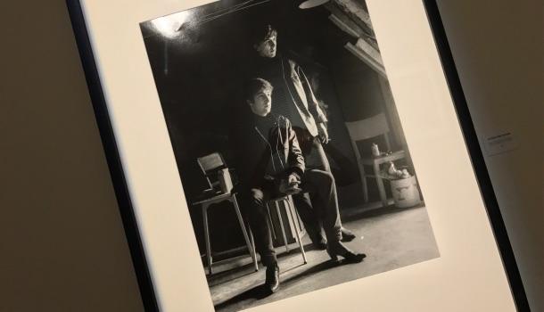 john lennon e george harrison nello studio di stuart sutcliff