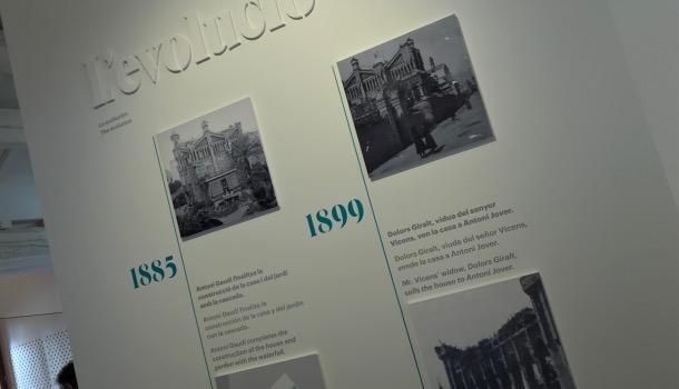 pannelli con la storia di casa vicens
