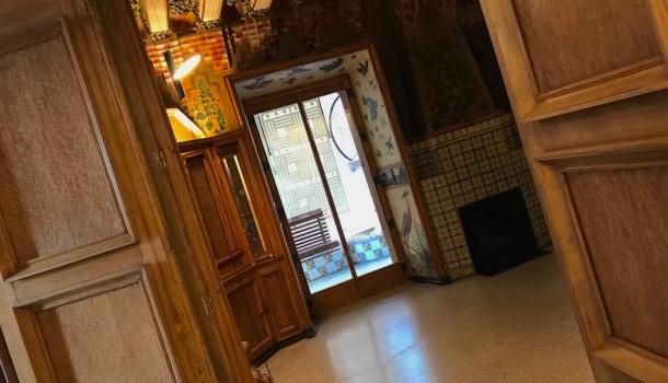 interno primo piano di casa vicens a barcellona