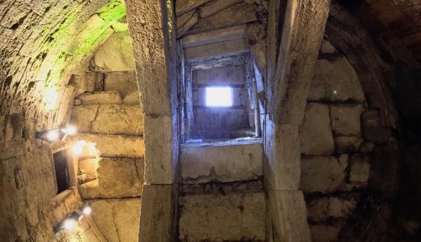 copertura del pozzo etrusco di perugia
