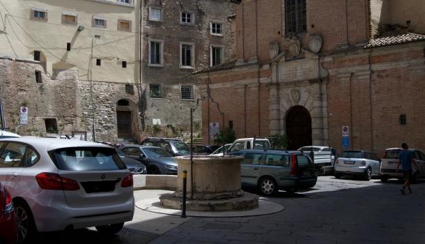 Piazza del pozzo etrusco