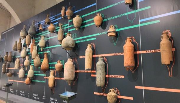 muro delle anfore nel museo navi antiche di pisa