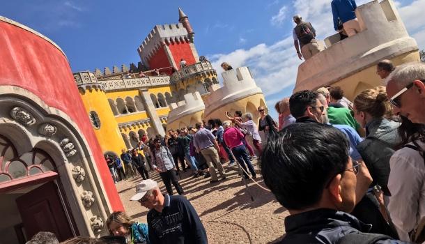 code turisti a palazzo da pena